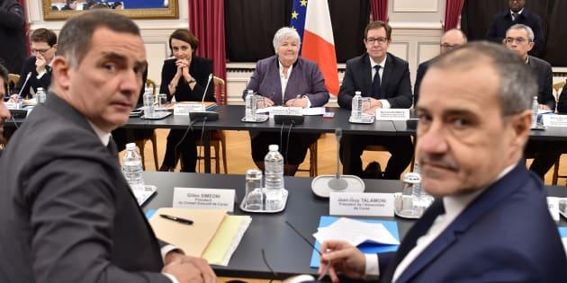 Jean-Guy Talamoni et Gilles Simeoni lors d'une réunion avec Jacqueline Gourault à Paris, le 13 février