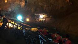 12 enfants coincés dans une grotte depuis deux jours en