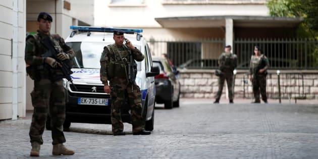 Militaires en faction près de l'endroit ou des militaires ont été attaqués à Levallois-Perret.