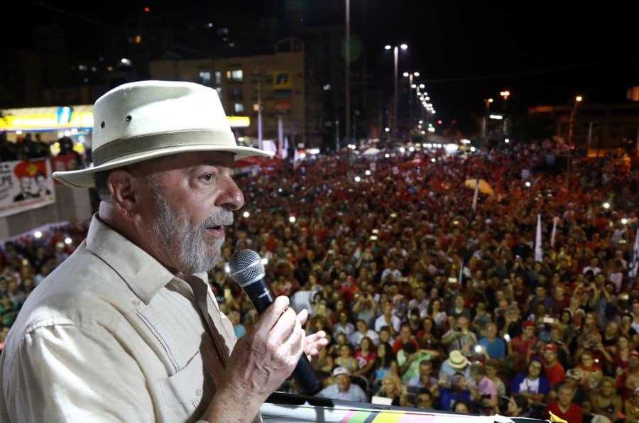 Após tiros em ônibus na caravana de Lula, PT cobra polícia e governo Temer por ataques ao ex-presidente.