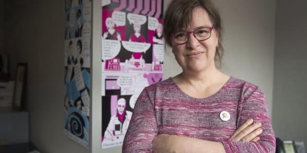 La nouvelle présidente de la Fédération des femmes du Québec, Gabrielle Bouchard, dans son bureau. Elle est la première femme trans à diriger l'organisation. (PC/Ryan Remiorz)