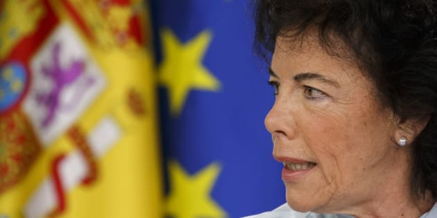 Isabel Celaá, ministra de Educación y portavoz del Gobierno, en una rueda de prensa dele Consejo de Ministros, el pasado junio.