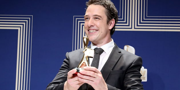Samuel Johnson poses with the Gold Logie Award for Best Personality On Australian TV during the 59th Annual Logie Awards on April 23, 2017.