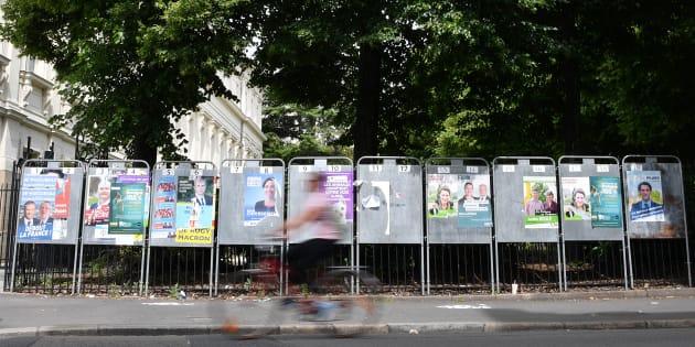 Les affiches électorales des candidats aux élections législatives à Nantes, le 4 juin 2017.