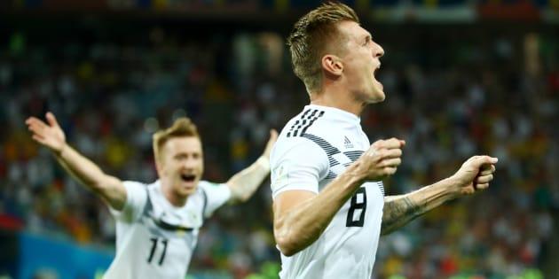 Tony Kroos e Marco Reus comemoram vitória histórica da Alemanha.