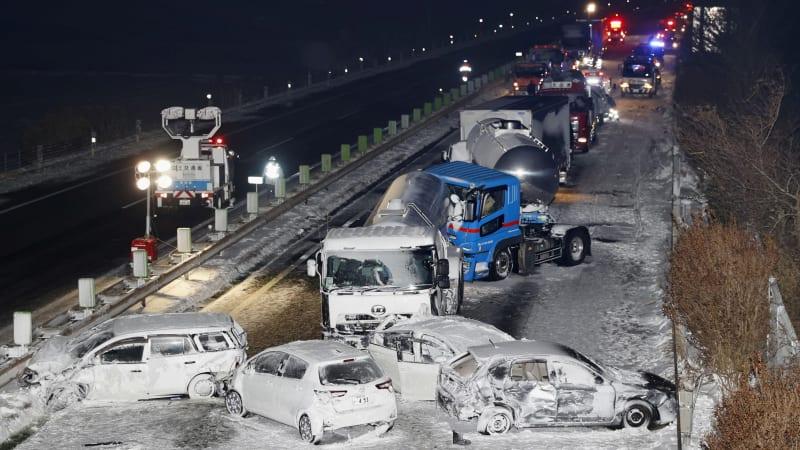 Метель в Японии привела к налету 134 автомобилей