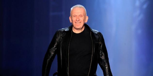 Jean Paul Gaultier à la fin de son défilé haute-couture Automne/Hiver en juillet 2018.