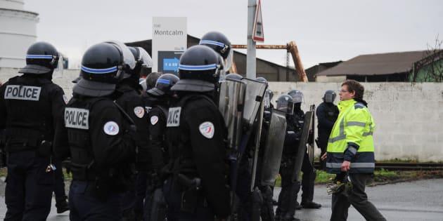 Un syndicat de police appelle à la grève — Gilets jaunes