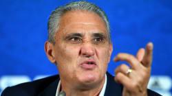 """Tite se esquiva sobre futuro, defende Fernandinho e """"culpa"""""""