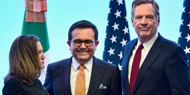 Foto de archivo. La ministra canadiense de Asuntos Exteriores, Chrystia Freeland, el secretario de Economía, Idelfonso Guajardo, y el representante comercial de Estados Unidos Robert Lighthizer en México.
