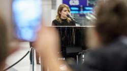 Coeur de Pirate surprend plusieurs voyageurs à l'aéroport
