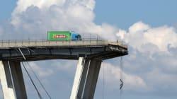 RIMOSSO IL CAMION SIMBOLO DELLA TRAGEDIA - Sul precipizio del ponte è rimasto sempre