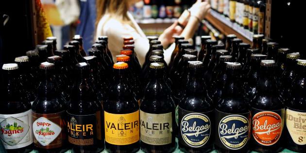 De la bière belge dans un magasin du centre de Bruxelles, le 25 novembre 2016.