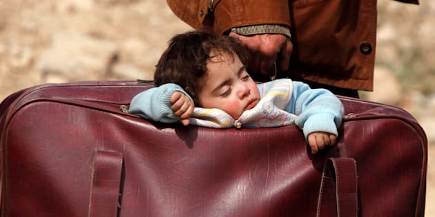 Siria: tragico esodo a Ghouta, decine di migliaia in fuga da