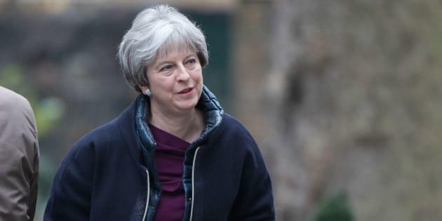 Avant la reprise des négociations sur le Brexit, Theresa May lance un mini-remaniement