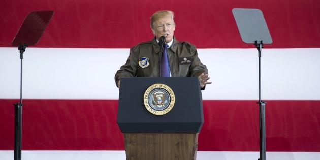 Donald Trump sur une base militaire américaine au Japon le 5 novembre 2017.