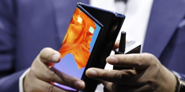 Le Huawei Mate X, un smartphone pliable au prix de 2300 euros, dont la date sortie est prévue à la mi 2019.