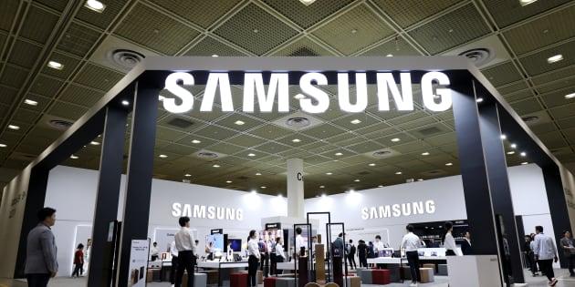 Le stand Samsung au World IT Show à Séoul le 23 mai 2018.
