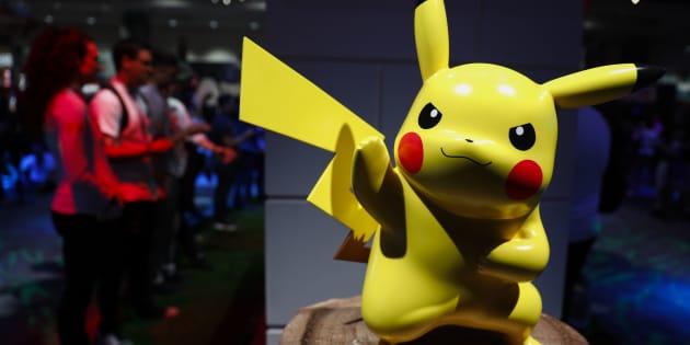 Una figura de Pikachu.