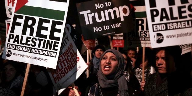 A decisão provocou uma onda de protestos pela Faixa de Gaza e Cisjordânia que já contabiliza mais de 750 feridos em apenas dois dias.
