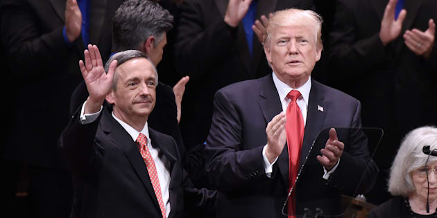 Photo d'archives de Robert Jeffress et Donald Trump