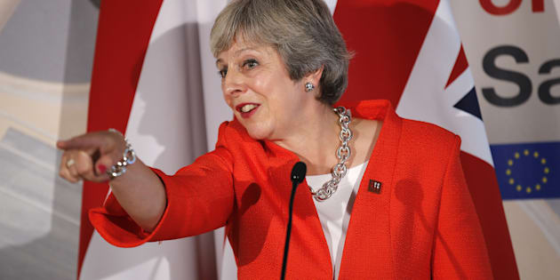 """Theresa May ingabbiata nella Brexit: """"Ue porti rispetto. Nessun accordo è meglio di un cattivo ..."""