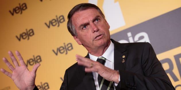 Deputado federal e presidenciável, Jair Bolsonaro (PSC-RJ) defende que ex-presidente Luiz Inácio Lula da Silva saia da disputa eleitoral.
