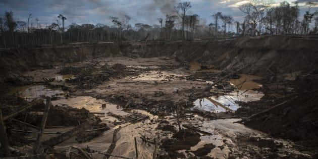 Com a repercussão negativa, o presidente criou um novo decreto na última segunda-feira (28), que anula o anterior, mas volta a extinguir a reserva de mineração.