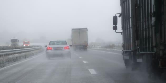 Neige, verglas et poudrerie compliquent les déplacements