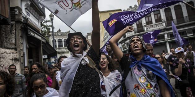 Alvo de protestos, reforma trabalhista em vigor é a mesma aprovada pela Câmara. Medida provisória sobre pontos polêmicos perdeu a validade.