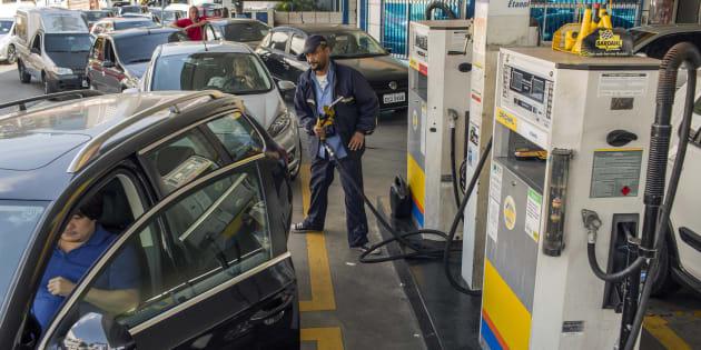 Estudo do Dieese mostrou que em 30 dias, o preço dos combustíveis foi reajustado 16 vezes.