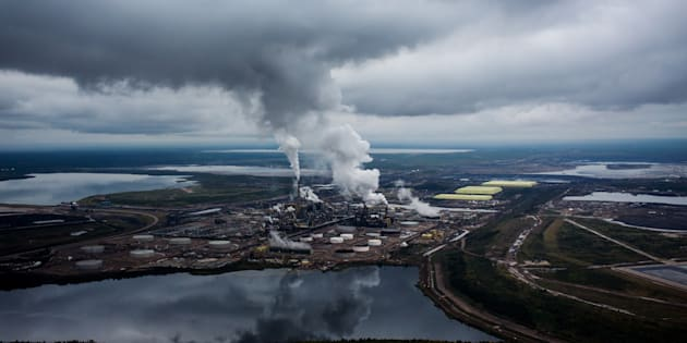 Steam rises from the Syncrude Canada Ltd. upgrader plant in the Athabasca oilsands near Fort McMurray, Alta., Mon. Sept. 10, 2018. Canadian oil is selling at the largest discount to global oil prices ever.