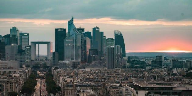 Plus de bénéfices mais moins d'impôts pour les grandes entreprises françaises, dénonce Attac (Photo d'illustration du quartier des affaires de la Défense, prise le 17 juillet 2018).