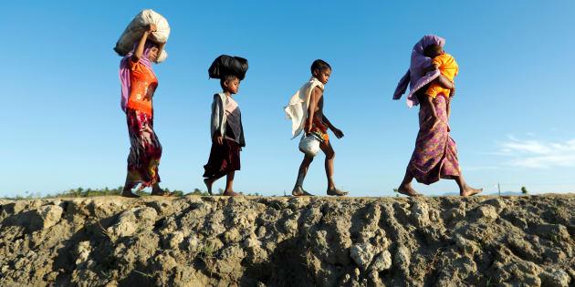Rohingya refugees arrive at a beach after crossing from Myanmar, in Teknaf, Bangladesh October 15, 2017. REUTERS/Jorge Silva