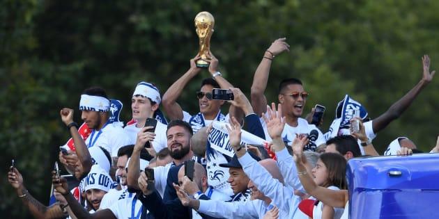 Didier Deschamps confie que les joueurs de l'équipe de France auraient aimé passer deux fois sur les Champs-Élysées.