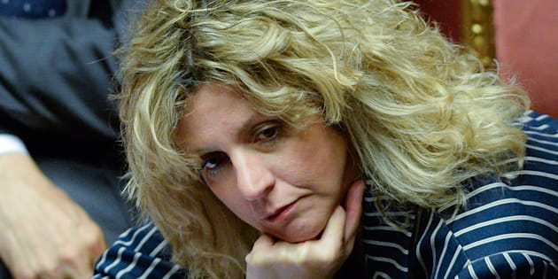 """Barbara Lezzi contestata dai no Tap: """"Non hai bloccato"""