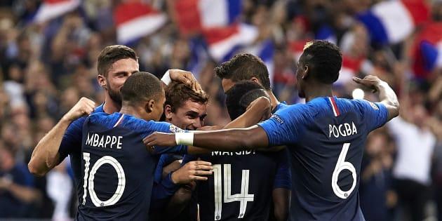 L'équipe de France célébrant un but inscrit contre l'Allemagne au Stade de France le 16 octobre 2018.