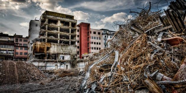 Le développement des procédés de déconstruction survient comme une suite logique à la raréfaction des ressources naturelles.