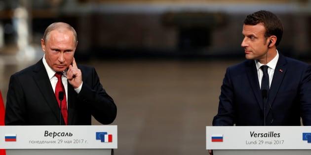 """La France accueille son premier réfugié homosexuel au moment où Poutine promet """"la vérité complète"""" sur la Tchétchénie."""