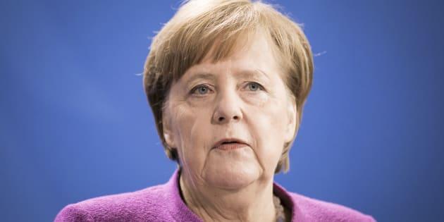Ad un passo dal burrone, Angela Merkel mai così sola in Germ