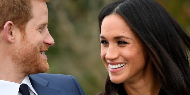 El príncipe Harry y Meghan Markle en el posado por su compromiso, en los jardines del palacio de Kensington, el 27 de noviembre en Londres.