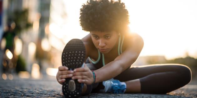 Para evitar o cansaço durante a atividade física, a nutricionista recomenda consumir alimentos leves que sejam fonte de energia.