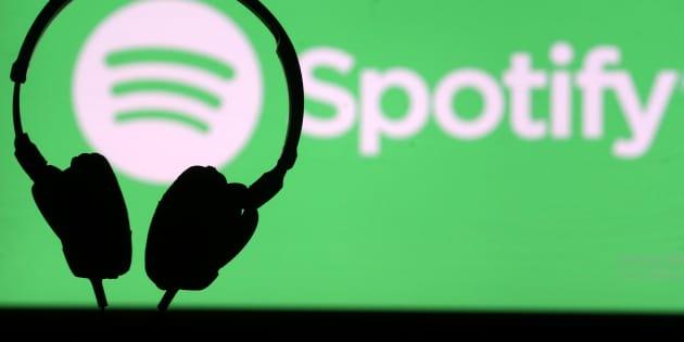"""Sous la pression d'utilisateurs, Spotify supprime des épisodes d'un podcast jugés """"haineux"""""""