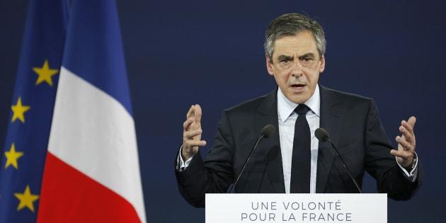 Être le candidat de la droite plutôt que le candidat Fillon, le message martelé par Fillon à Paris