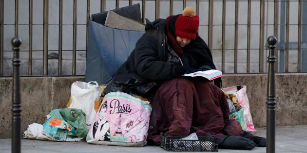 Une femme sans-abris dans une rue de Paris, en janvier 2017.