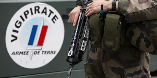 Des soldats français déployés dans le cadre de l'opération vigipirate, en juillet 2016.  (Ian Langsdon/Pool Photo via AP)