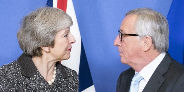 Theresa May umiliata dagli alti rappresentanti dell