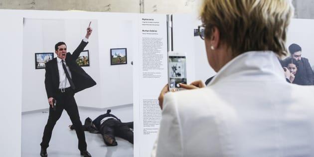 « C'est une grande photo, mais ce n'est pas une belle photo», a déclaré Burhan Özbilici, photojournaliste turc, estimant qu'il n'avait tout de même pas le choix de prendre le cliché.
