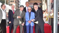 Les images de Charles Aznavour découvrant son étoile sur le