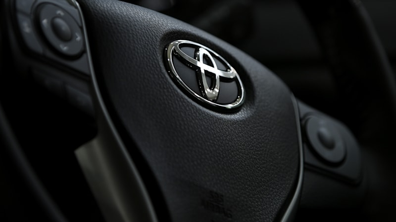 U.S. judge dismisses criminal charge in Toyota sudden acceleration case